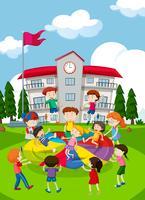 Enfants jouant à l'école vecteur