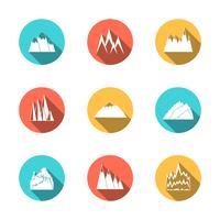 jeu d'icônes de montagnes enneigées vecteur