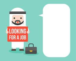 Homme d'affaires arabe à la recherche d'un signe d'emploi avec bulle de dialogue vide