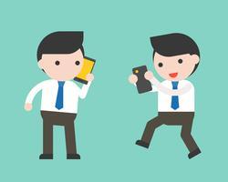 Homme d'affaires et gadget tel que téléphone portable, tablette, personnage prêt à l'emploi vecteur