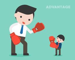 Petit homme d'affaires se battre avec une femme d'affaires géante en boxe