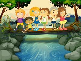 Enfants s'amusant au bord de la rivière vecteur