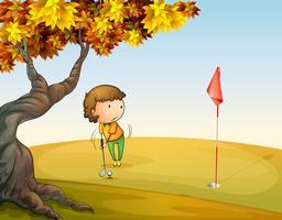 Une femme jouant au golf au parc