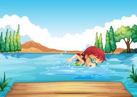 Une fille qui nage à la mer