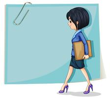 Une femme tenant un cartable devant la signalisation vide