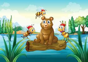 Un ours à cheval sur un tronc flottant dans la rivière