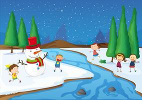 un bonhomme de neige, enfants près de la rivière