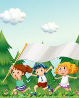 Enfants qui courent avec une bannière vide