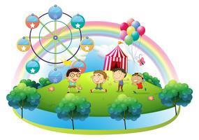Quatre garçons dansant devant le carnaval
