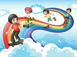 Enfants dans le ciel jouant avec l'arc-en-ciel vecteur
