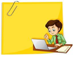 Un homme d'affaires devant le papier jaune vide vecteur