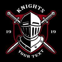 Emblème du casque de chevalier avec des épées.