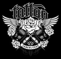 Conception de tatouage. Graphique de chemise avec machines à tatouer old school, roses et ailes