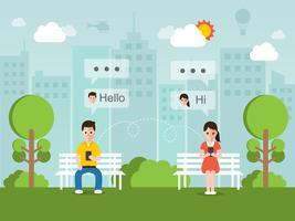 Homme et femme discutant en ligne sur un réseau social avec smartphone.