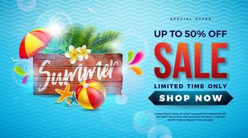 Summer Sale Design avec lettre de typographie sur planche de bois vintage, feuilles de palmier exotiques et ballon de plage sur fond bleu. Tropical Vector offre spéciale Illustration avec coupon, bon, bannière