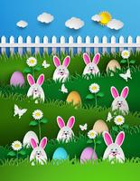 Fond de Pâques avec des oeufs dans l'herbe