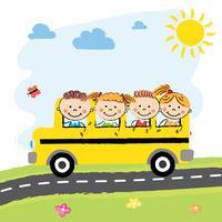 Enfants en autobus scolaire vecteur