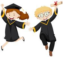 Homme et femme en robe de graduation noire