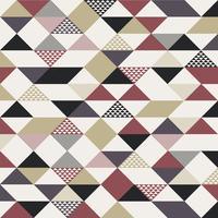 Modèle de triangles abstrait style rétro avec des lignes en diagonale de couleur or, noir, rouge sur fond blanc.