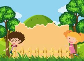 Modèle de frontière avec garçon et fille dans le parc