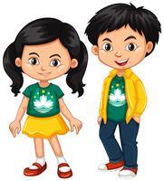 Heureux garçon et fille vêtu d'une chemise avec le drapeau de Macao