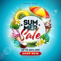 Summer Sale Design avec fleur, éléments de vacances à la plage et feuilles exotiques sur fond bleu de l'océan. Illustration vectorielle floral tropical avec typographie offre spéciale