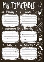 Modèle de calendrier scolaire à bord de craie avec texte écrit à la main de craie. Programme hebdomadaire de cours dans un style fragmentaire décoré de griffonnages d'école dessinés à la main sur blackbord.