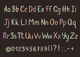 Alphabet coloré dans un style fragmentaire. Lettres de crayon manuscrites de vecteur, des chiffres et des signes de ponctuation. Police d'écriture stylo pinceau. vecteur