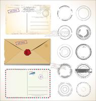 Ensemble de timbres postaux et de cartes postales sur fond blanc courrier postal air mail