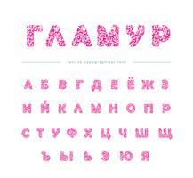 Polices cyrilliques rose paillettes isolé sur blanc. Alphabet glamour pour la Saint-Valentin, conception d'anniversaire. Girly.