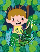 Garçon mignon à la forêt