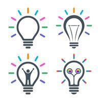 Icônes d'ampoule avec faisceaux lumineux colorés vecteur