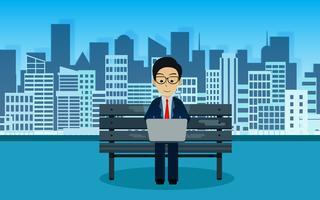 Homme d'affaires assis sur une chaise en train de taper sur un ordinateur