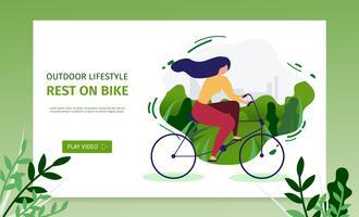 Fille active au repos sur un vélo vecteur