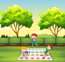 Enfants jouant au gazon dans le parc vecteur