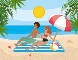 Couple, délassant, sur, serviette, sur, plage vecteur