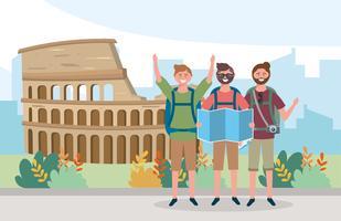 Touristes hommes devant le Colisée