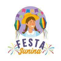 Femme Festa Junina portant un chapeau de fête et des lanternes