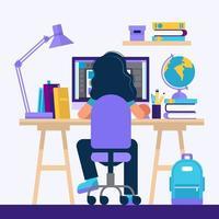 Fille assise au bureau, apprendre avec un ordinateur