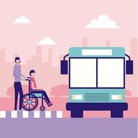 Femme avec une personne en fauteuil roulant à l'arrêt de bus