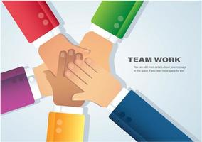 Les gens qui travaillent en équipe qui mettent leurs mains ensemble