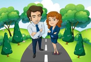 Un homme et une femme debout au milieu de la route