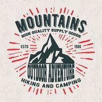 Timbre vintage de montagnes vecteur
