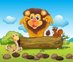 Un lion effrayant, un serpent et un petit écureuil