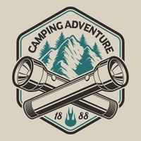 Conception de t-shirt avec une montagne, lampe de poche dans un style vintage
