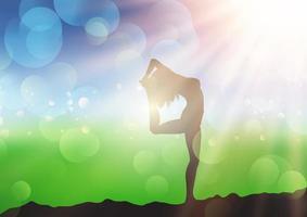 femme, yoga, pose, contre, ensoleillé, défocalisé, paysage