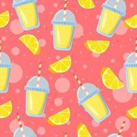 morceaux de citron et verres de limonade avec des bulles roses en arrière-plan