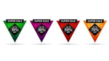 ensemble de bannières de réduction triangulaires aux couleurs vives