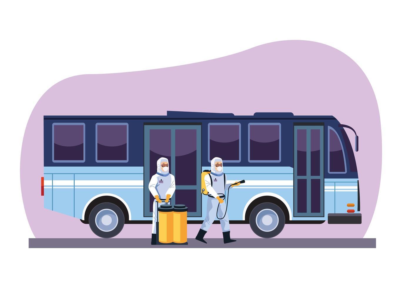 trabalhadores de biossegurança desinfetam ônibus vetor