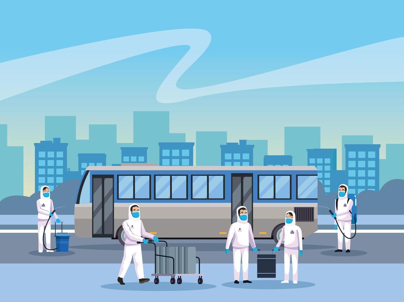 pessoal de limpeza de risco biológico limpando um ônibus vetor